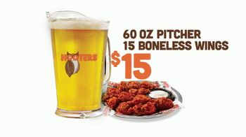 Hooters TV Spot, 'Tiny Pitcher: March' - Thumbnail 5