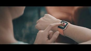 Fitbit TV Spot, 'GiftFit Holiday Anthem: Versa & Charge 3' Song by Sugarpie Desanto - Thumbnail 3