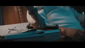 Fitbit TV Spot, 'GiftFit Holiday Anthem: Versa & Charge 3' Song by Sugarpie Desanto - Thumbnail 4