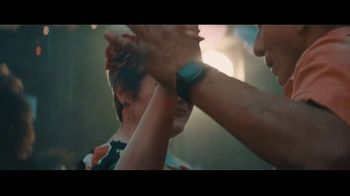 Fitbit TV Spot, 'GiftFit Holiday Anthem: Versa & Charge 3' Song by Sugarpie Desanto - Thumbnail 6