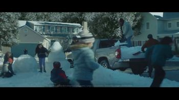 Toyota TV Spot, 'Home for the Holidays' Song by Sara Bareilles, Ingrid Michaelson [T2] - Thumbnail 4