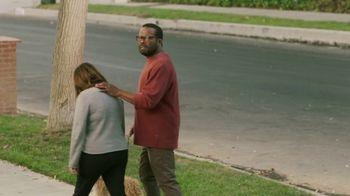 Sling TV Spot, 'Statue' Featuring Nick Offerman, Megan Mullally - Thumbnail 6