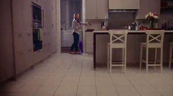Swiffer WetJet TV Spot, 'Confesiones de limpieza con René' [Spanish] - Thumbnail 8
