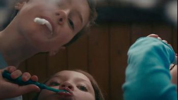 Clorox Ultra Clean Disinfecting Wipes TV Spot, 'Five People, One Bathroom' - Thumbnail 2