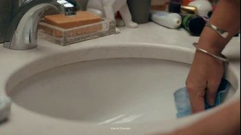 Clorox Ultra Clean Disinfecting Wipes TV Spot, 'Five People, One Bathroom' - Thumbnail 8