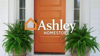 Ashley HomeStore Venta Best of the Best TV Spot, 'Mesa de comedor' canción de Midnight Riot [Spanish] - Thumbnail 1