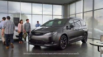 Chrysler Spring Sales Event TV Spot, 'Talking Van: Are We a Van Family?' [T2]