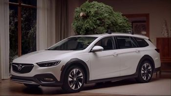 Buick TV Spot, 'Holiday Shopping Tips: Under the Tree' Song by Matt and Kim [T2] - Thumbnail 4