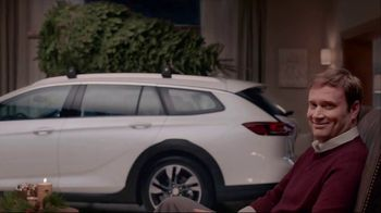 Buick TV Spot, 'Holiday Shopping Tips: Under the Tree' Song by Matt and Kim [T2] - Thumbnail 5