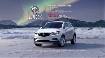 Buick TV Spot, 'Holiday Shopping Tips: Under the Tree' Song by Matt and Kim [T2] - Thumbnail 9