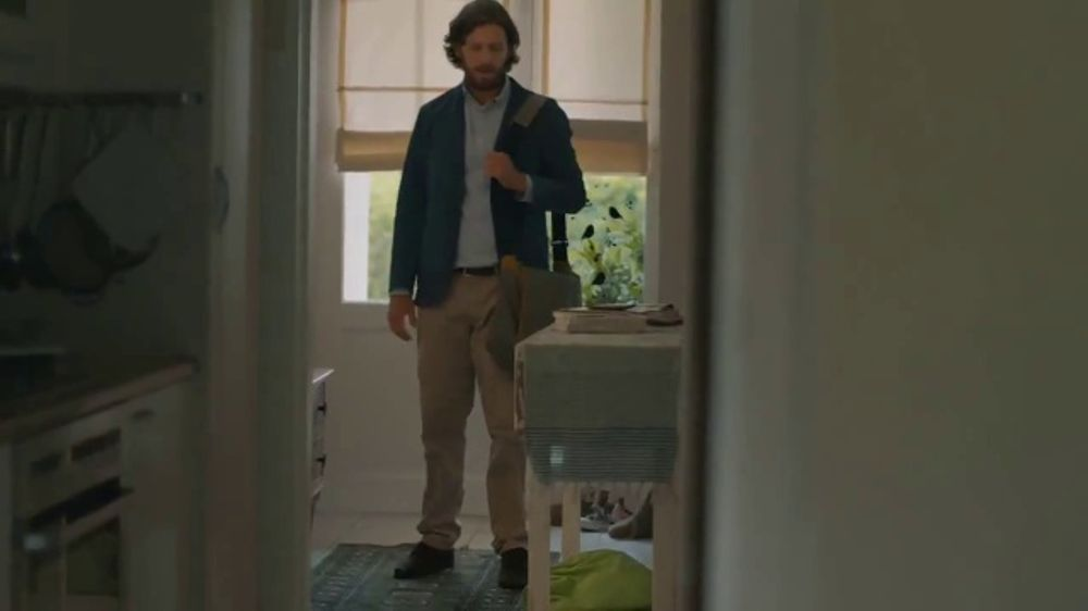 Gain Flings! TV Commercial, 'The Russells'