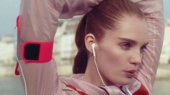 L'Oreal Paris Infallible Fresh Wear Foundation TV Spot, 'Won't Weigh You Down' Song by Queen