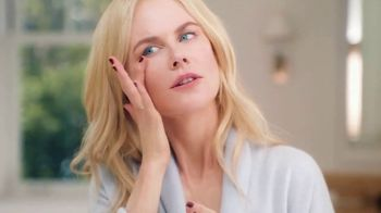 Neutrogena Rapid Wrinkle Repair TV Spot, 'One Week: Younger Skin' Featuring Nicole Kidman - Thumbnail 5