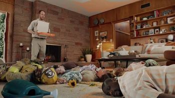 Little Caesars Pizza HOT-N-READY 5-Meat Feast TV Spot, 'Fainting' - Thumbnail 9