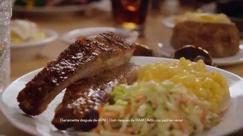 Golden Corral Endless Ribs TV Spot, 'Barra de ensaladas' [Spanish] - Thumbnail 4