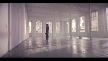 Giorgio Armani Si Passione TV Spot, 'Airport' Featuring Sara Sampaio, Song by Lesley Gore - Thumbnail 2
