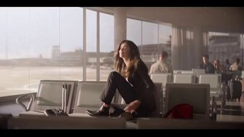 Giorgio Armani Si Passione TV Spot, 'Airport' Featuring Sara Sampaio, Song by Lesley Gore - Thumbnail 4