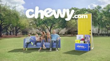 Chewy.com TV Spot, 'Talk in the Park: Chewy's Free Shipping' - Thumbnail 2