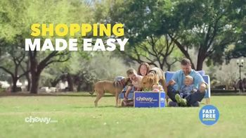 Chewy.com TV Spot, 'Talk in the Park: Chewy's Free Shipping' - Thumbnail 6