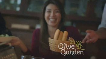 Olive Garden Catering Delivery TV Spot, 'Just a Fork' - Thumbnail 3