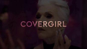 CoverGirl + Olay Simply Ageless Foundation TV Spot, 'A cierta edad' con Maye Musk [Spanish] - Thumbnail 2