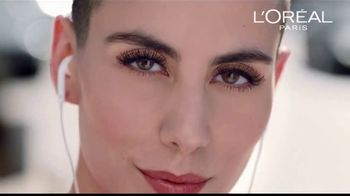 L'Oreal Paris Voluminous Original Mascara TV Spot, 'El poder' canción de Neneh Cherry [Spanish] - Thumbnail 9