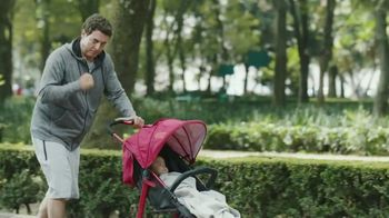 Huggies Natural Care Wipes TV Spot, 'Fits Impromptu Changes' - Thumbnail 7