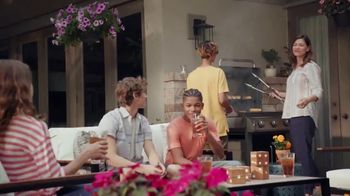 The Home Depot TV Spot, 'El patio nuevo' [Spanish] - Thumbnail 10