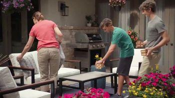 The Home Depot TV Spot, 'El patio nuevo' [Spanish] - Thumbnail 7