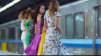Old Navy TV Spot, 'Indetenibles estilos de primavera: 50 por ciento en toda tu compra' [Spanish] - Thumbnail 2