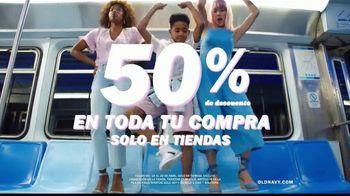 Old Navy TV Spot, 'Indetenibles estilos de primavera: 50 por ciento en toda tu compra' [Spanish] - Thumbnail 6