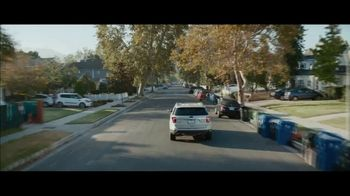 M&M's Super Bowl 2019 TV Spot, 'Bad Passengers' Featuring Christina Applegate - Thumbnail 1