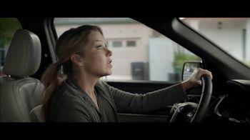 M&M's Super Bowl 2019 TV Spot, 'Bad Passengers' Featuring Christina Applegate - Thumbnail 2