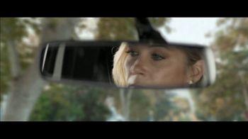 M&M's Super Bowl 2019 TV Spot, 'Bad Passengers' Featuring Christina Applegate - Thumbnail 5