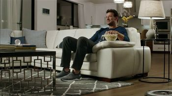 SKECHERS Super Bowl 2019 TV Spot, 'Romo Mode' Featuring Tony Romo - Thumbnail 2
