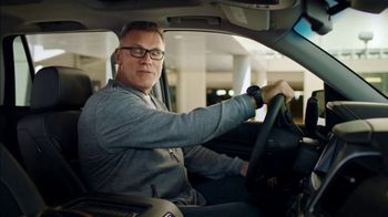 SKECHERS Wide Fit Super Bowl 2019 TV Spot, 'A Luxury Ride for Your Feet' Ft. Howie Long - Thumbnail 9
