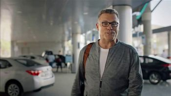 SKECHERS Wide Fit Super Bowl 2019 TV Spot, 'A Luxury Ride for Your Feet' Ft. Howie Long - Thumbnail 6