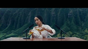 Michelob ULTRA Pure Gold Super Bowl 2019 TV Spot, 'The Pure Experience' Featuring Zoë Kravitz - Thumbnail 6