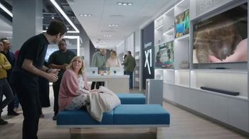 XFINITY Internet and TV TV Spot, 'Make Yourself at Home' Featuring Amy Poehler - Thumbnail 3
