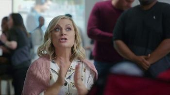 XFINITY Internet and TV TV Spot, 'Make Yourself at Home' Featuring Amy Poehler - Thumbnail 7