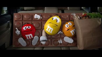 M&M's Chocolate Bar TV Spot, 'Bad Passengers' [Spanish] - Thumbnail 7