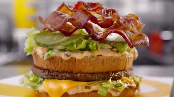 McDonald's Classics With Bacon TV Spot, 'Los clásicos con tocino: Cheesy Bacon Fries' [Spanish] - Thumbnail 1