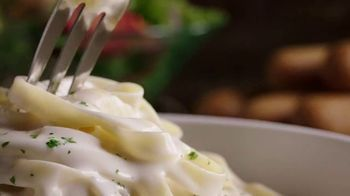 Olive Garden Lunch Duos TV Spot, 'Get In: Pasta Bowls' - Thumbnail 1