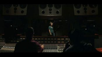 JBL Wireless Headphones TV Spot, 'Booth' Song by Shakira - Thumbnail 2