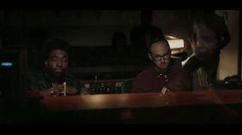 JBL Wireless Headphones TV Spot, 'Booth' Song by Shakira - Thumbnail 5