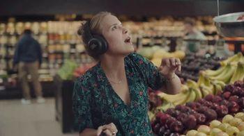 JBL Wireless Headphones TV Spot, 'Booth' Song by Shakira - Thumbnail 7