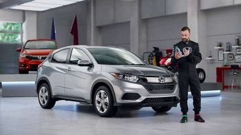 Honda Dream Garage Spring Event TV Spot, 'CR-V and HR-V' Featuring James Hinchcliffe [T2] - Thumbnail 7