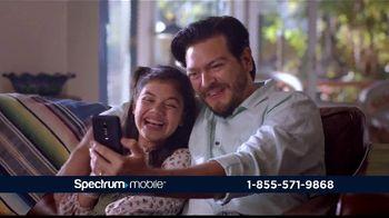 Spectrum Mobile By the Gig TV Spot, 'Llama a todo el país' con Gaby Espino [Spanish] - Thumbnail 6