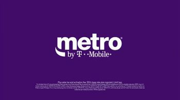 Metro by T-Mobile TV Spot, 'Foxes' Song by Usher - Thumbnail 7