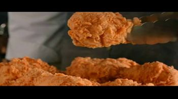 Church's Chicken Restaurants $15 Real Big Family Deal TV Spot, 'Un plato para llevar' [Spanish] - Thumbnail 7